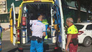 Ambulancia en la que ha sido trasladado al hospital el herido.