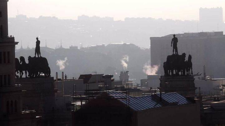 Cielo con contaminación por dióxido de nitrógeno en Madrid. (Archivo)