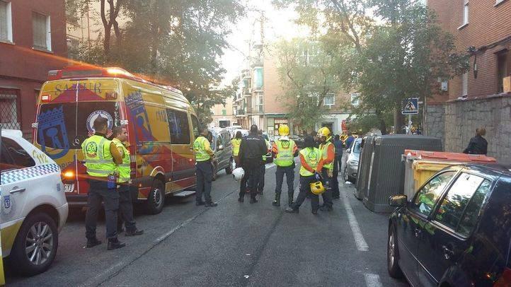 Cinco heridos leves por un aparatoso incendio en Carabanchel