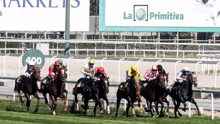 Carreras de caballos en el Hipódromo de la Zarzuela.