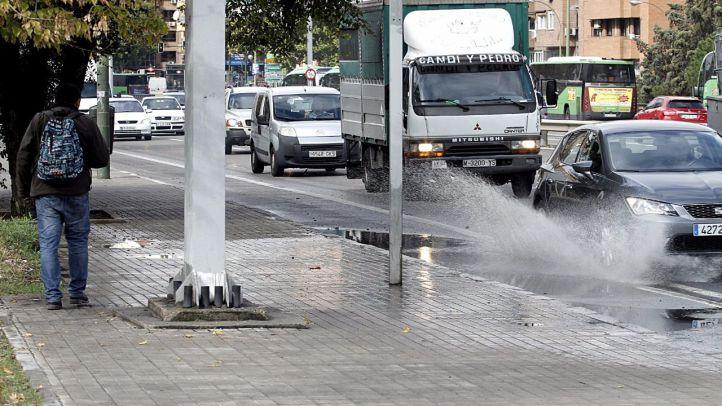 La capital se prepara para gestionar un lunes de tráfico pasado por agua