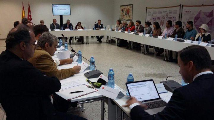 Primera reunión del Foro para la Inmigración de la Comunidad, presidida por Carlos Izquierdo.