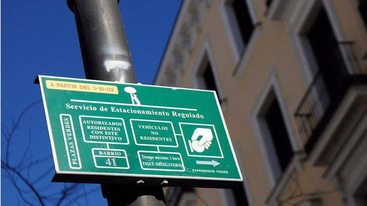 El Ayuntamiento y FAMMA firman un convenio para hacer accesibles los aparcamientos para residentes