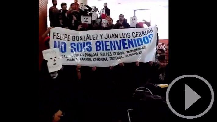 Protesta estudiantil contra Felipe González al grito de