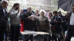 Concentraci�n frente al Beti-Jai para protestar contra el plan de recuperaci�n