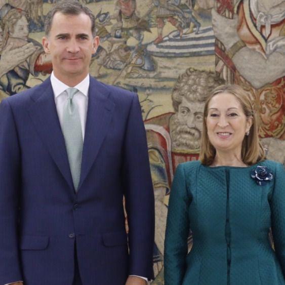 El Rey recibe a la Presidenta del Congreso, Ana Pastor, en el Palacio de la Zarzuela