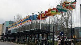 Edificio Ifema exterior. Banderas.
