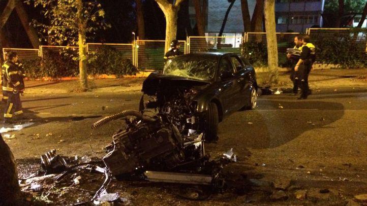 Rescatada la copiloto de un coche que había chocado contra un árbol