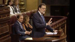 La resolución del PSOE elogiada por Rajoy incluye derogar la reforma laboral, la LOMCE y afrontar desafíos como Cataluña
