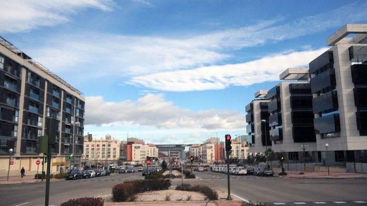 Edificios y bulevar Santiago de Compostela en el barrio de Las Tablas