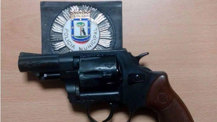 Detenido un hombre que amenazaba a los vecinos de Ciudad Lineal con un revólver modificado