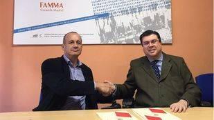 FAMMA y Radio Taxi 20 20 firman un acuerdo para aumentar el acceso de las personas con discapacidad a los taxis