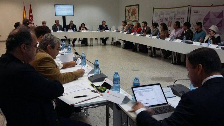 Primera reuni�n del Foro para la Inmigraci�n de la Comunidad, presidida por Carlos Izquierdo. (Archivo)