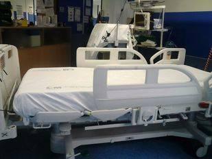 Las camas de la UCI del Hospital 12 de Octubre no entran en los quirófanos