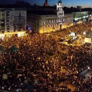 Garzón, Mayoral y Monedero se suman a la manifestación frente al Congreso