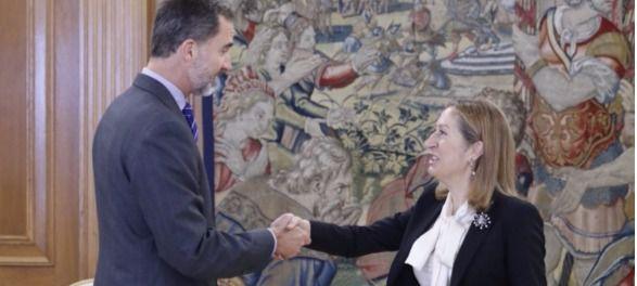 Ana Pastor comunica al Rey la investidura de Rajoy