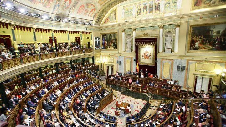 El PSOE abre expediente a los 15 diputados que votaron 'no'