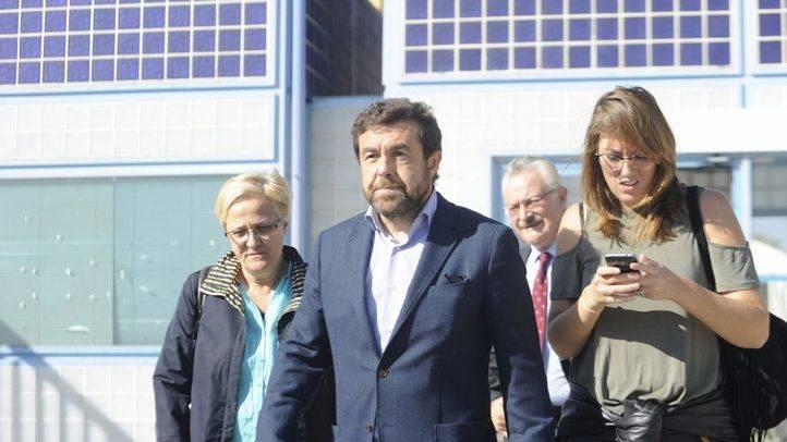 La Comisión de Interior del Congreso y varios diputados visitan el CIE de Aluche