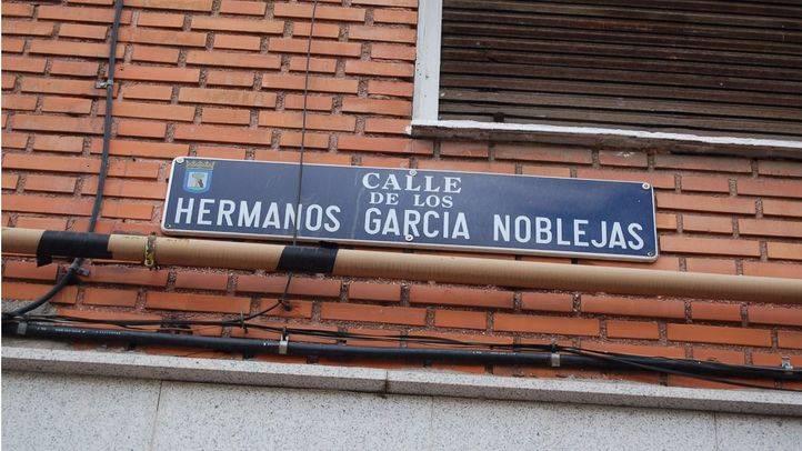 Casi una treintena de colectivos entregan un listado a Carmena con nombres de calles franquistas a retirar