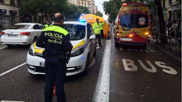 Muy grave una mujer arrollada al cruzar Alcalá