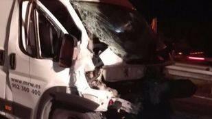 Colisión de una furgoneta con un camión en RIvas
