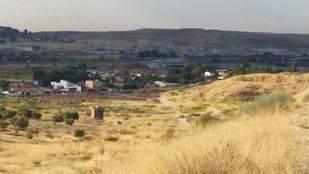 Vecinos de la Cañada montan una barricada ante la sospecha de derribos