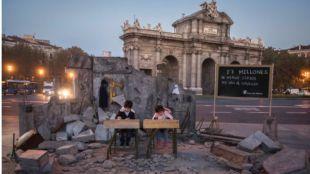 Una escuela siria frente a la Puerta de Alcalá