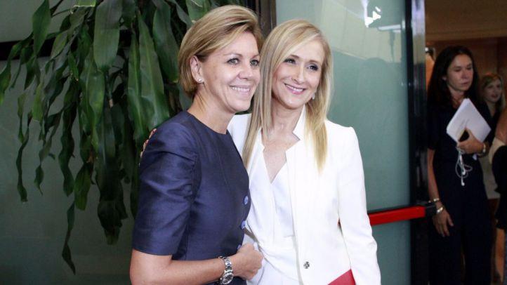 Cristina Cifuentes posa junto a Maria Dolores de Cospedal.