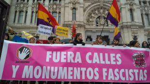 Una manifestación exige a Carmena que acelere los cambios en el callejero