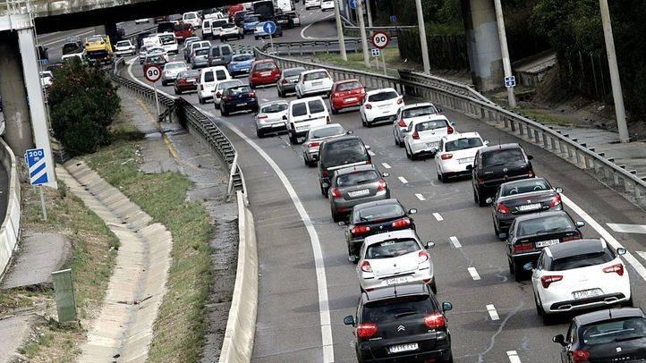 Casi 50 kilómetros de retenciones en las carreteras madrileñas por la lluvia