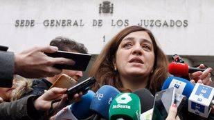 Celia Mayer dice que la retirada del monolito al Alférez Provisional estuvo sujeta a la legalidad vigente