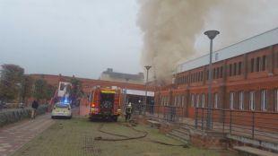 Dos intoxicados leves por un incendio en la sauna del polideportivo El Torreón en Pozuelo