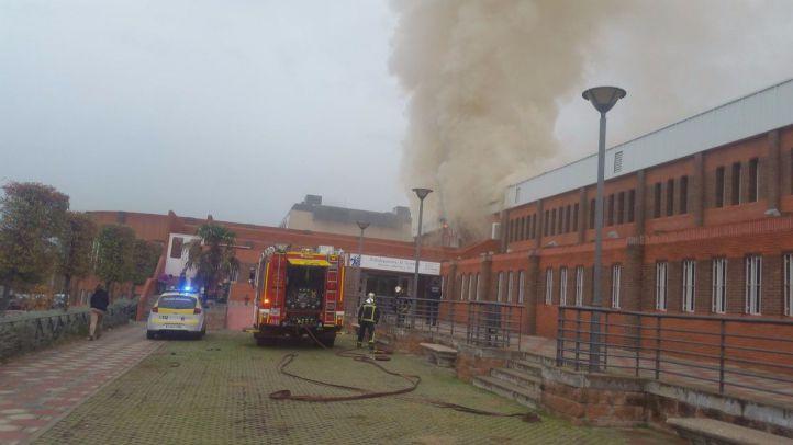 Incendio en el Polideportivo El Torreón ubicado en el Camino de las Huertas.