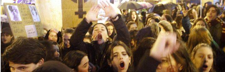 Cientos de personas piden que la violencia contra las mujeres sea una cuestión de Estado