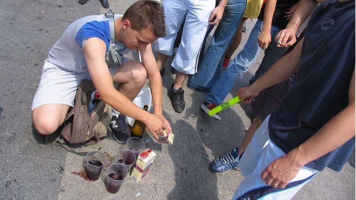 Sanidad anuncia una nueva ley para acabar con el consumo de alcohol en menores