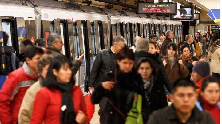 Empieza la campaña navideña en Metro con refuerzos del 50%