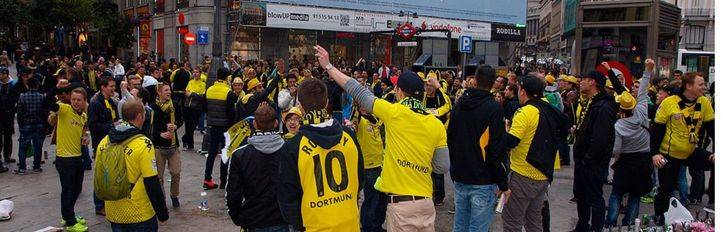 Aficionados del Borussia Dortmund se congregan en la Plaza de Sol en una de sus últimas visitas a la capital (archivo).