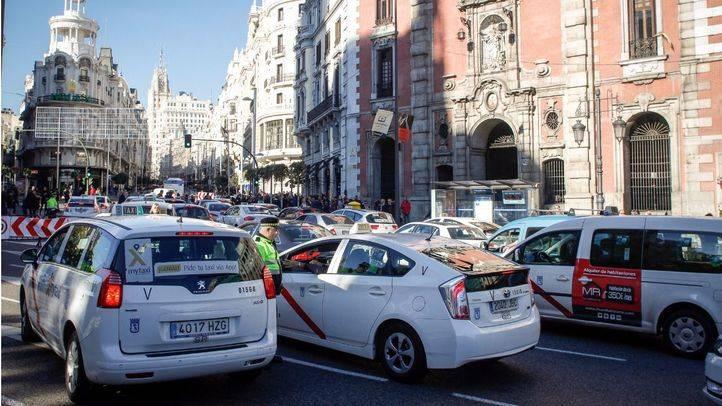 Ataco de subida a la calle Gran Vía en el cruce con calle Alcalá el Dia de la Constitución.