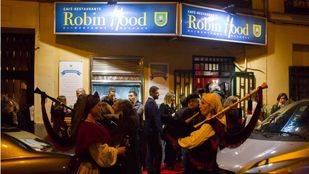 El restaurante 'Robin Hood' del padre Ángel da de cenar a unas mil personas sin hogar en una semana