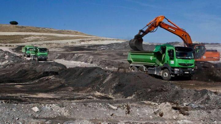 La Comunidad destina 1,9 millones a la limpieza de residuos del incendio del vertedero de Seseña