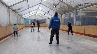Puente de Vallecas instala por primera vez una pista de hielo gratuita