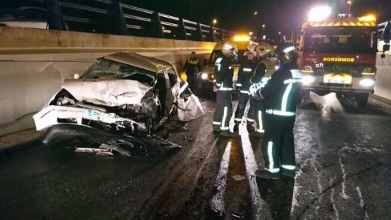 Tres heridos en una colisión frontal en Alcalá