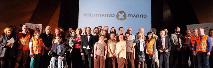 Voluntarios por Madrid ha compartido su medalla de Oro otorgada por el Ayuntamiento de Madrid con los profesionales que les acompañan en su labor.