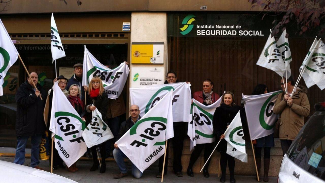 Protesta por la situaci n precaria de las oficinas de la for Oficina seguridad social
