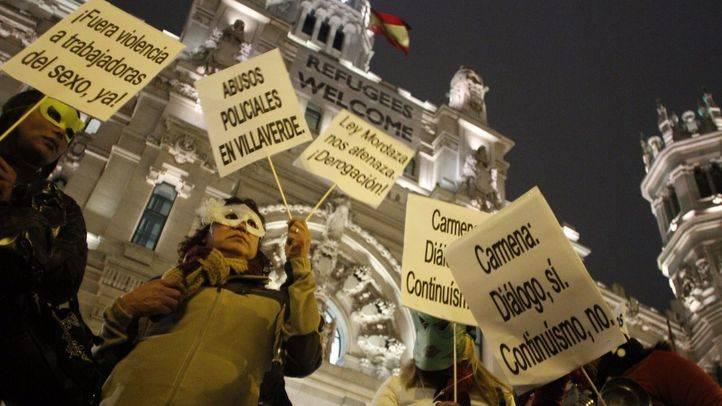 Asociaciones de prostitutas se manifiestan frente al Ayuntamiento de Madrid
