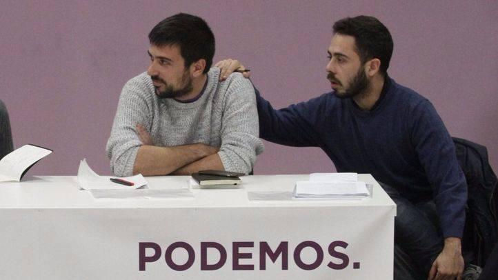 Ramón Espinar y Fran Casamayor durante la primera reunión del Consejo ciudadano de Podemos.