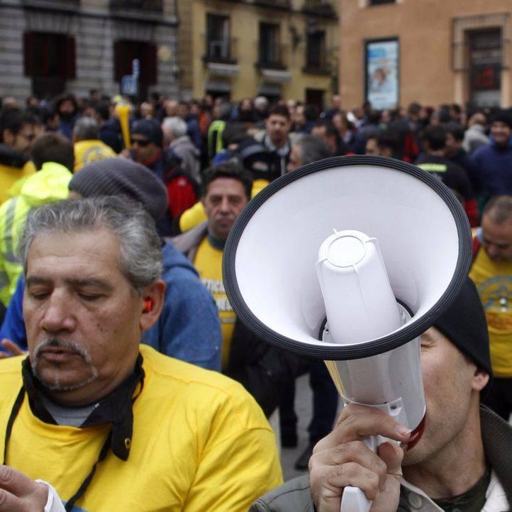 Concentración de trabajadores del Samur y de bomberos de Madrid para pedir menos horas extra y contratación de más personal. (archivo)