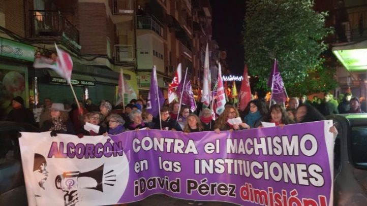 Manifestación convocada por varios partidos políticos de Alcorcón para pedir la dimisión del alcalde, David Pérez