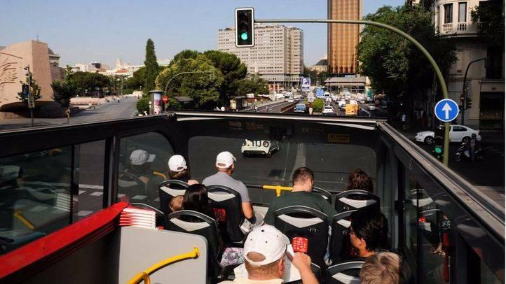 Turistas en un recorrido guiado por el centro.