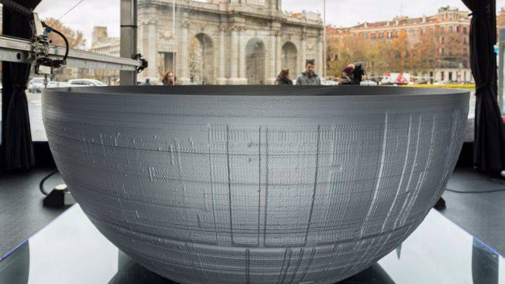 Construcción de la Estrella de la Muerte en la Puerta de Alcalá